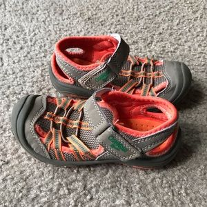 OshkoshB'gosh  kids water Hiking sandals Sz 9